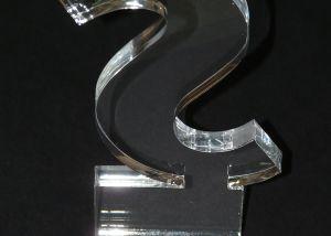 Corte de trofeos en metacrilato