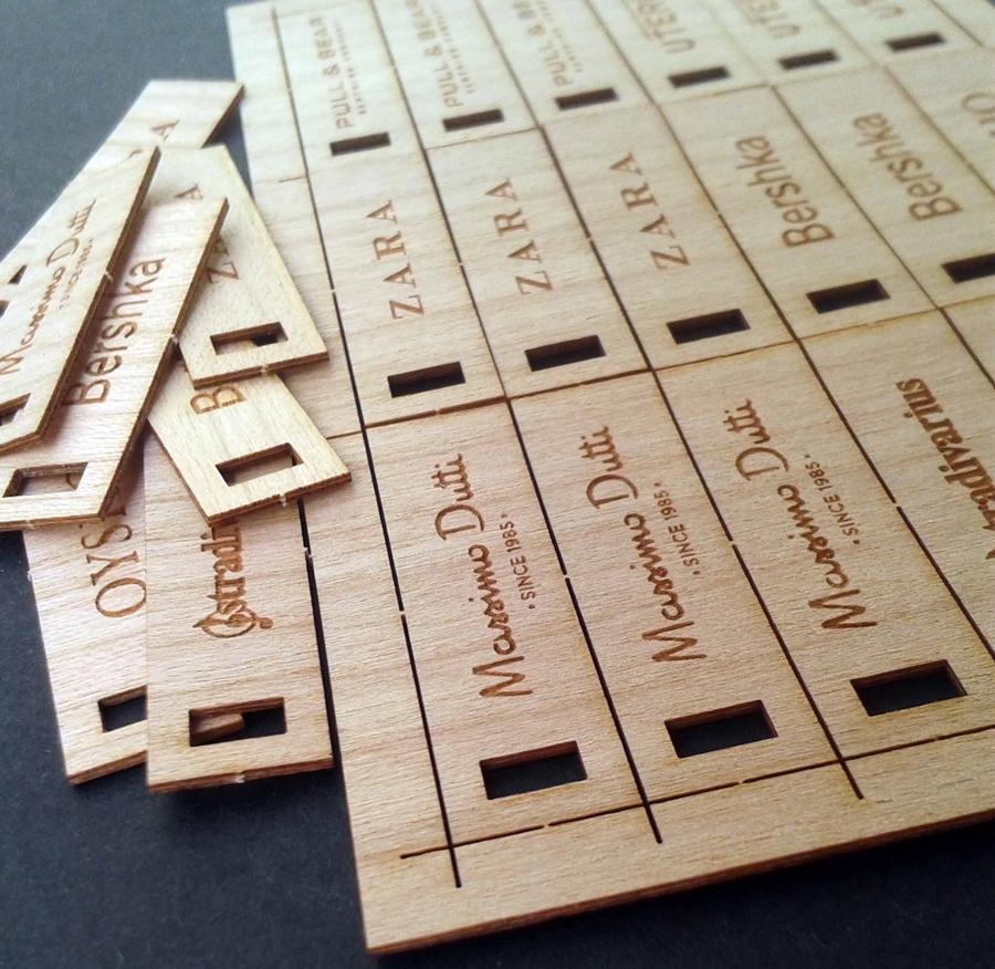 Etiquetas Inditex en madera flexible