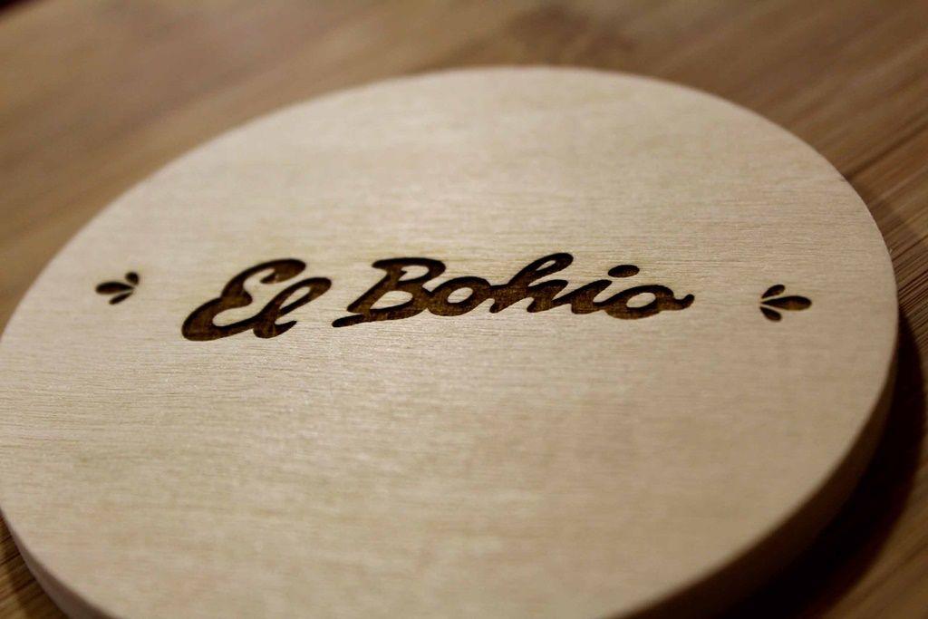 Grabado posavasos madera