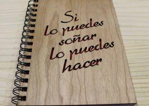 Libro con tapas de madera