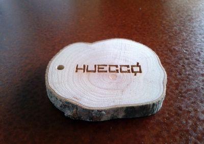 Llaveros en madera natural