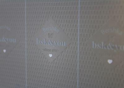 Troquelado láser etiqueta Bershka